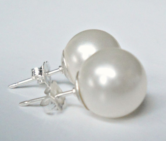 Oversized Pearl Posts in White