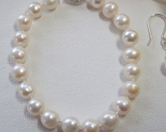 cultured freshwater pearl bracelet
