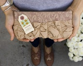 a roundy-bottomed tough ruffles zipper purse in vintage lace with beige
