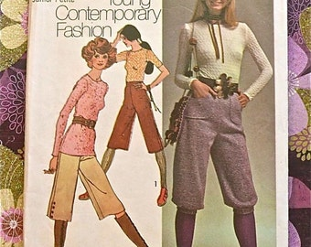 Vintage 1970s Women's Gaucho Pants Pattern with Knickers and Blouse - Simplicity 9459