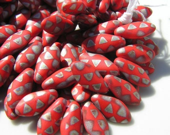 Tomato Red Peacock Dagger Beads   15