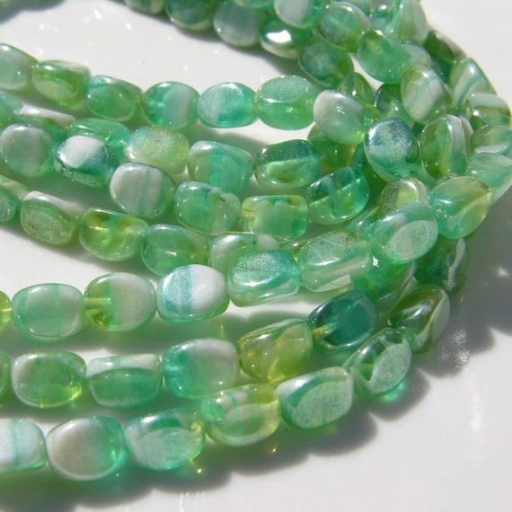 Green and White Swirl Large Pinch Beads   25