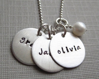Personalized Mommy Necklace - Hand stamped Jewelry - sterling silver / Keepsake mothers necklace with a pearl (NN002)