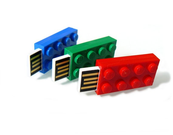 2 GB USB Stick in a original LEGO 2x4 Plate with klickable keyringplate in many colours available