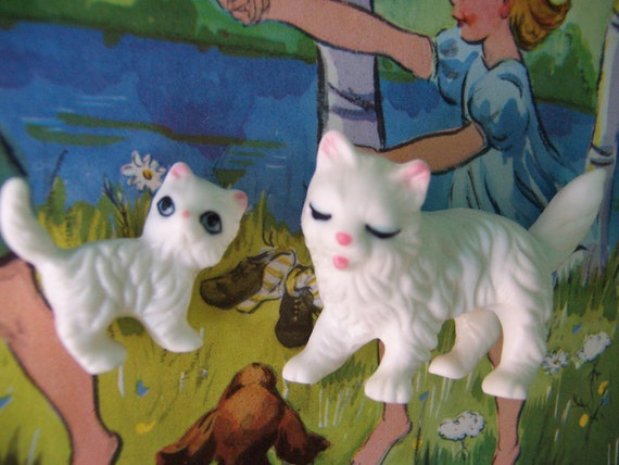 momma and baby kitty figurines