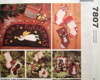 McCalls Crafts 7807 Folk Art Christmas Pattern. Charming Ornaments, Stockings, Penny Rug or Mat. Uncut. French and English