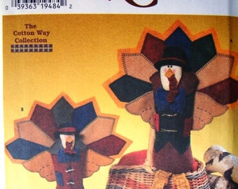 Simplicity Crafts 7341 Seated Felt Turkeys Pattern. Christmas or Thanksgiving Centerpiece. 12.5 inch (32cm) & 10 inch (25.5cm) sizes. Uncut