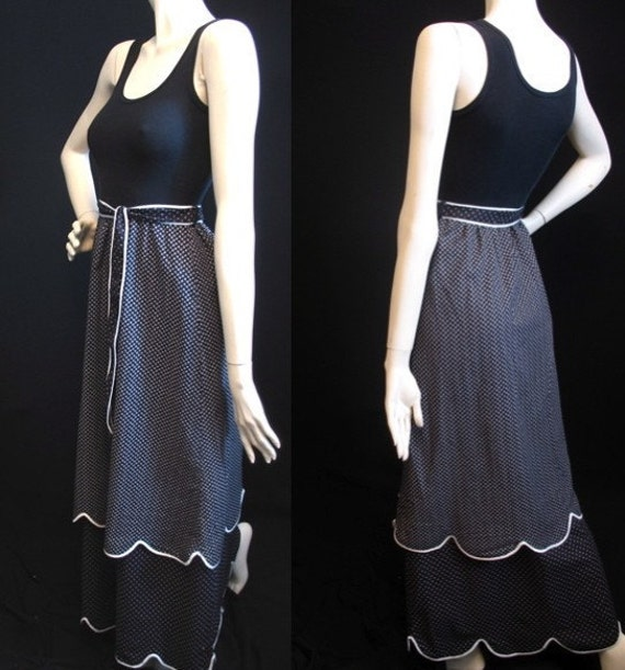Vintage 70s Dress / Daisy Print Maxi / XXS XS / Black and White / Belted