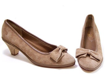 Vintage Shoes Bow Taupe Mushroom Suede Leather Mid Heel Pumps size 7