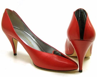 Vintage 1980s Shoes Red Black Patent Leather High Heel Pumps size 6 1/2 Made in Brazil Footwear