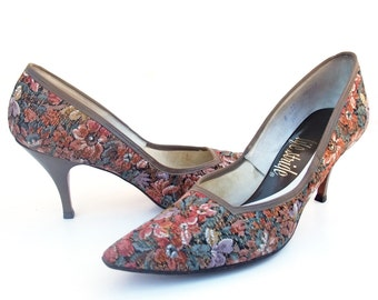 Vintage Shoes 50s Rockabilly Floral Tapestry Fabric Spike Heel Mankiller Pumps Pointed Toes Taupe Trim Pointy Toe High Heels size 8 Narrow