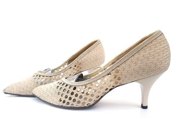 Vintage Shoes Woven 1960s High Heel Pumps Cream Straw size 6 1/2 7 Point Toe Man Killer Spike Heels