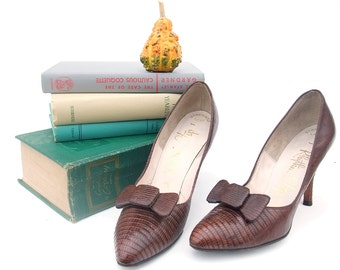 Vintage 1950s Shoes Brown Leather High Spike Heel Babydoll Pinup Pointy Toe Reptile Pumps Matching Bow Shoe Clip size 6 1/2