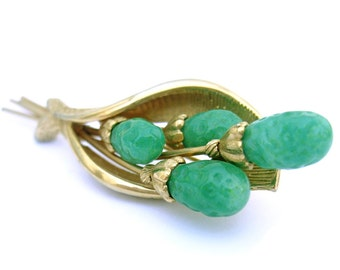 Vintage Brooch Pin Green Stone Gold Metal Signed Kramer 50s Mid Century Costume Jewelry