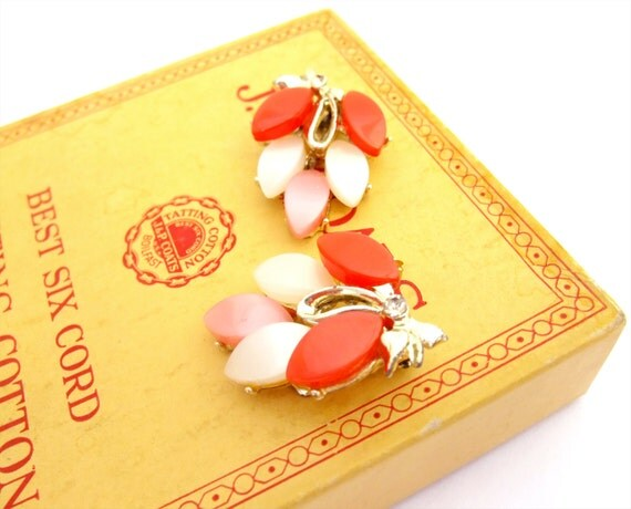 Vintage Earrings 1950s Thermoset Plastic Clip On Pink Red Gold Leaf