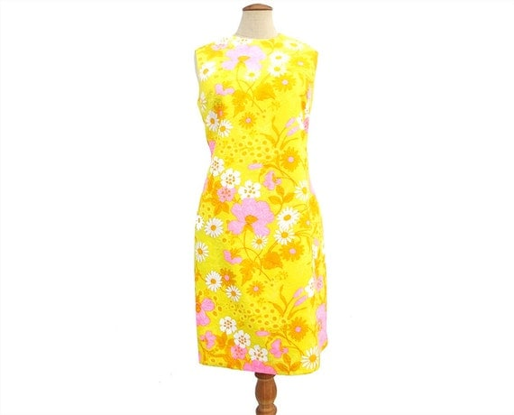 Vintage Dress 60s A-Line Sheath Sleeveless Yellow Pink Summer Floral Flower Print Shift Dress size Large Vintage Clothing