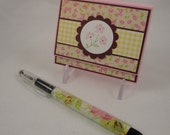 Post-it note holder with beaded pen - floral gift set in pink, yellow, burgundy and green