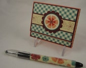 Post-it note holder with beaded pen - floral gift set in coral, burgundy, aqua and green