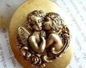 Vintage 2 Cherubs Angels Gold Brass Oval Locket Charm Necklace