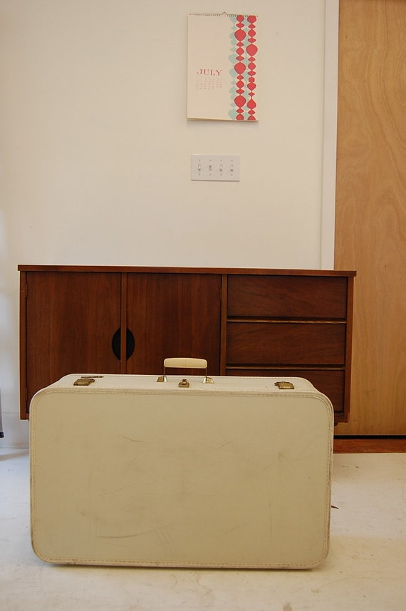 Large Vintage Suitcase Lady Baltimore in Creamy White