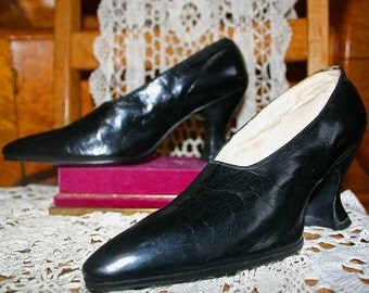 BLACK LEATHER EDWARDIAN Shoes, Size 6A