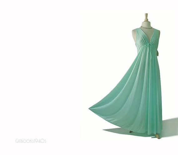 Vintage 1970s Nightgown L - Mint Green Nylon Ultra FULL SWEEP Deadstock