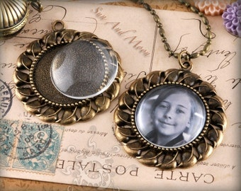 Vintage Flower Setting Pack - 10 Blank Settings, 10 GLASS Domes, 10 Necklaces - Antiqued Bronze Brass Cabochon Setting Pendant Trays - VFS