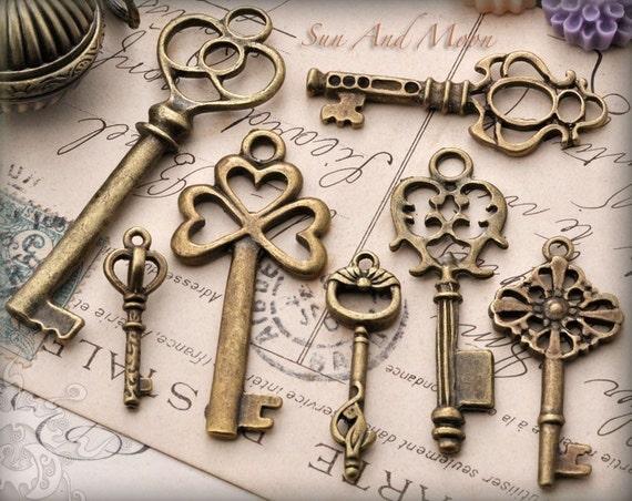 Vintage Style Key Set - 7 Unique Skeleton Keys in Antique Finish Pendants and Charms