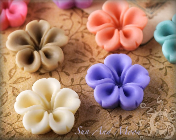 Resin Cabochons - 20pcs Flower Cabochons - Chrysanthemum Mum - 16mm Flat Back - Mix and Match Your Choice of Colorful Resin Flowers - 16RF