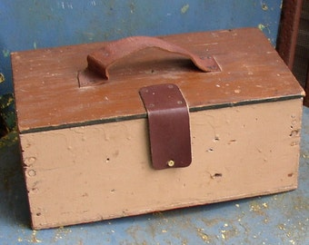 Cutest Shabby WOODEN BOX, Lid, Leather handle, painted, vintage tote, Cottage Chic
