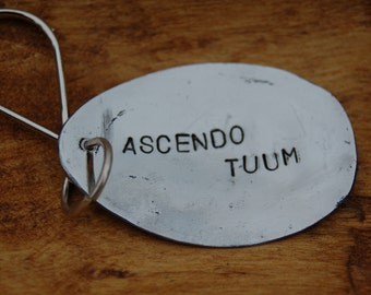 Ascendo tumm meaning up your in Latin key ring