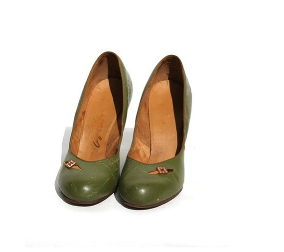 RESERVED vintage pump moss green size 8