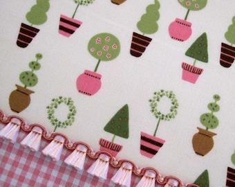 "GARDEN TOPIARY Cream - ""Vive La France"" Cotton Quilt Fabric by the Yard, Half Yard, or Fat Quarter - Robert Kaufman Fabrics"