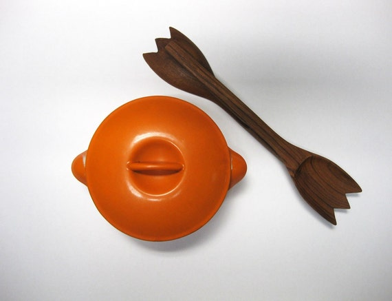 vintage cast iron pot by cousances france predecessor to le. Black Bedroom Furniture Sets. Home Design Ideas
