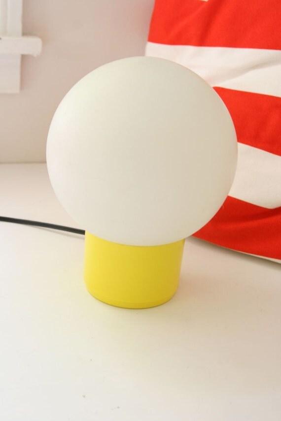 Vintage mod globe desktop lamp