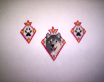 Brick Stitch Smiling Gray Wolf Pendant / Wolf Paw Earrings in Arrowhead Seed Beading PDF E-File  Patterns-238