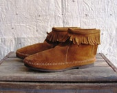 SALE was 24 - SPIRIT JOURNEY - Vintage Fawn Suede Moccasin Booties 5 - 5.5 - 6
