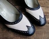 SALE // vintage 1960s navy and white WING TIP pump high heel 8