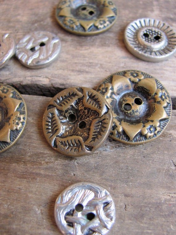 collection of vintage metal buttons // brambles & blooms