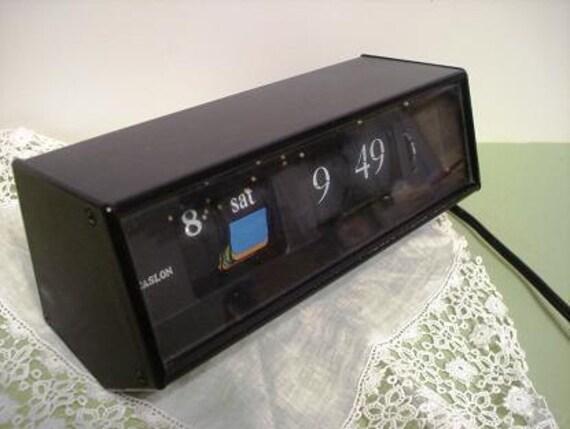 Vintage Ropat /Caslon Flip Alarm Clock and Date 601    b