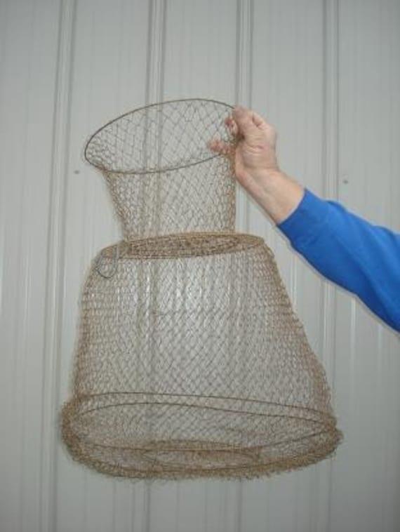 Vintage Rustic Wire Fishing Basket    Large    b