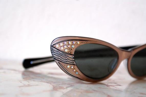 Gorgeous Hollywood Starlet Rhinestone Cat Eye Sunglasses