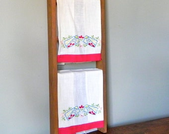 Vintage Pair tea towels guest fingertip - embroidered red green blue floral