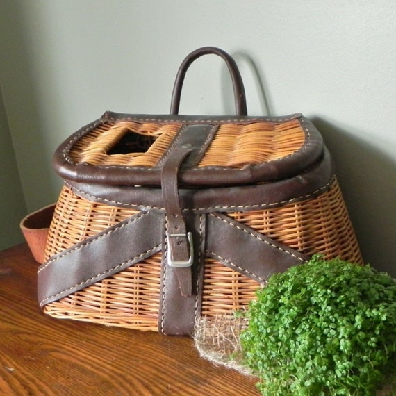 Vintage fishing creel or basket exceptional by jollytimeone for Fishing creel basket