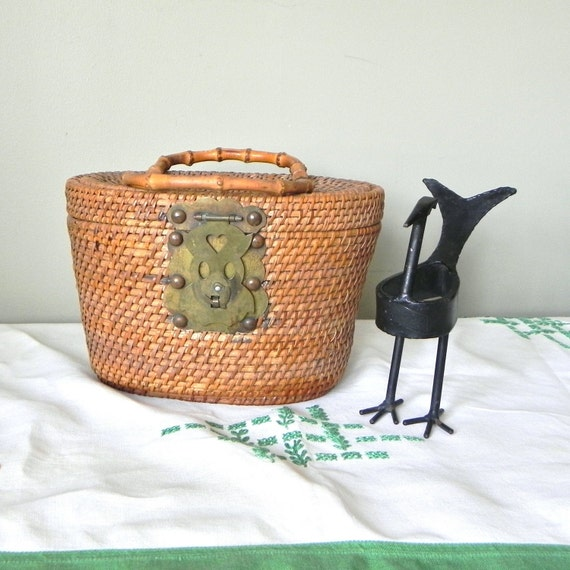 Vintage Basket Nantucket style basket with two swing handles and a fish clasp