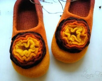 Custom made Handfelted Slippers DONNA in orange/brown or any other colors