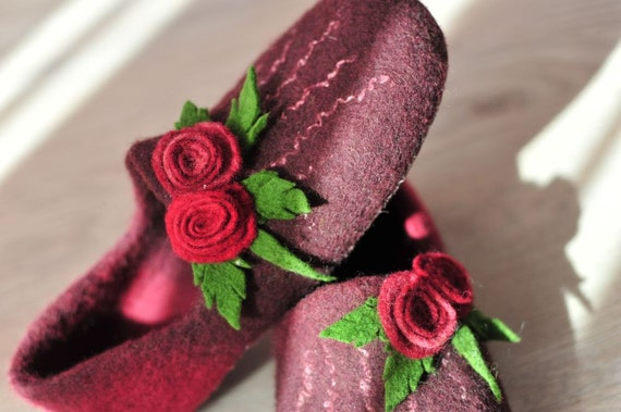 Handfelted wool slippers with  roses, color Burgundy, size Us7.5 READY TO SHIP