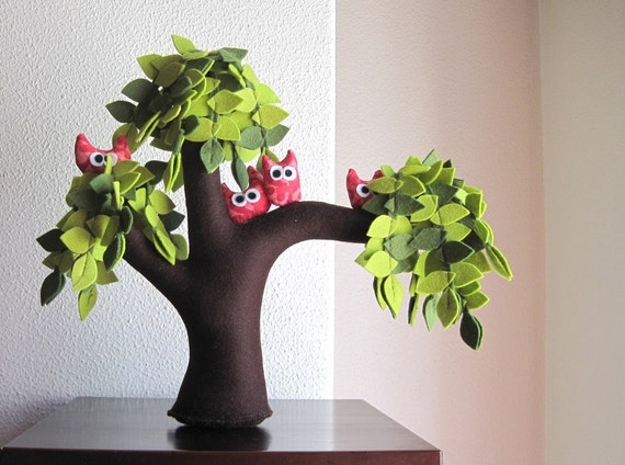 Weeping willow with a family of owls - Felt Tree
