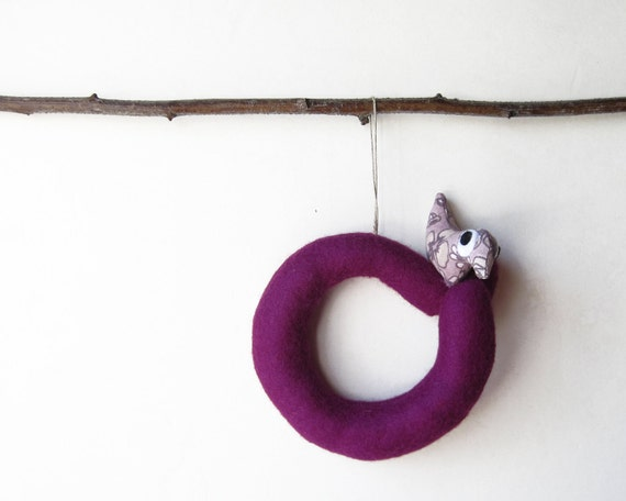 Letter O with bird. Christmas ornament. Felt Decoration, wall hanging.