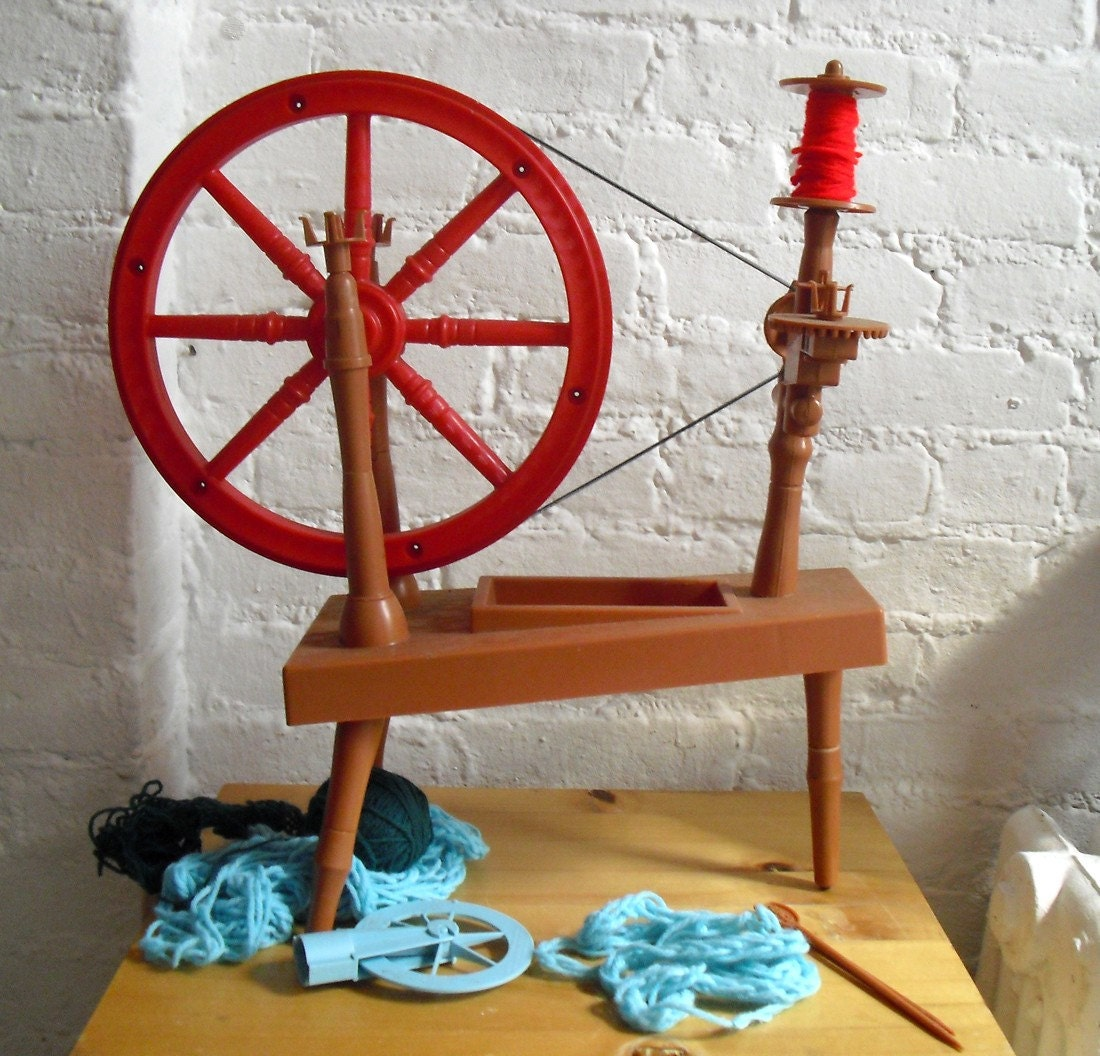 1961 Remco Little Red Spinning Wheel Great Crafting Tool